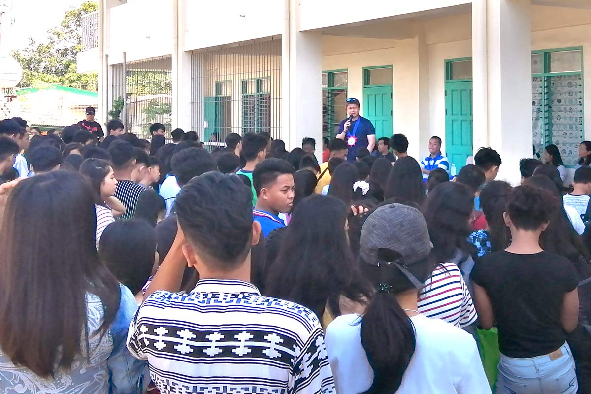 blog-Philippines-Paringao-Highschool-DEWATS-students