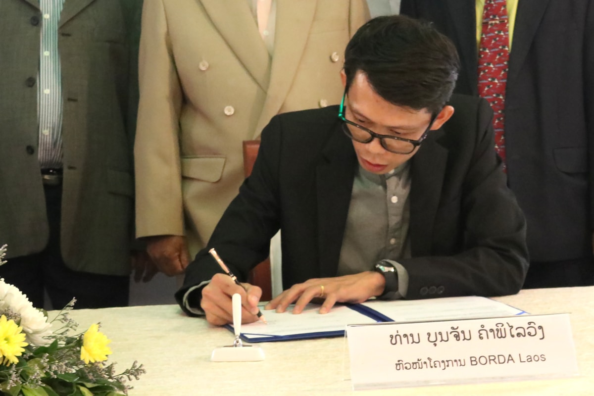 blog-Laos-MoU-signing-BORDA